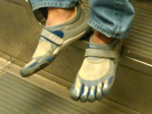 Shoes with toes